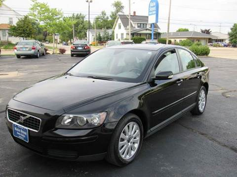 2005 Volvo S40 for sale at MAIN STREET AUTO SALES in Neenah WI