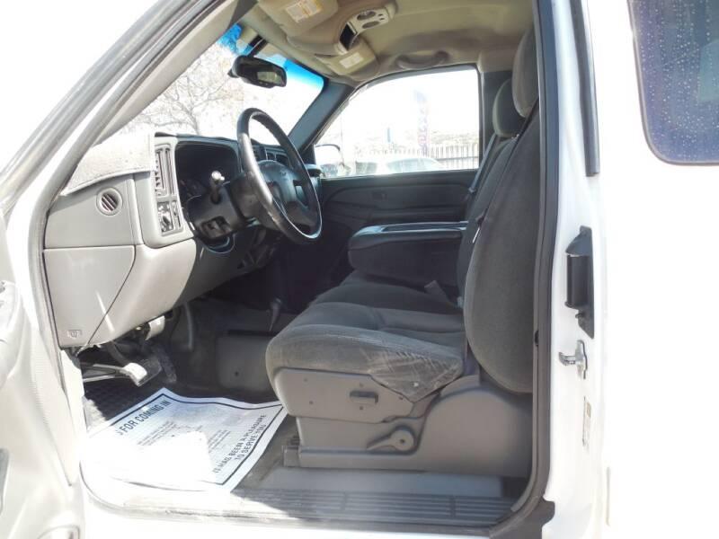 2005 Chevrolet Silverado 2500HD (image 12)