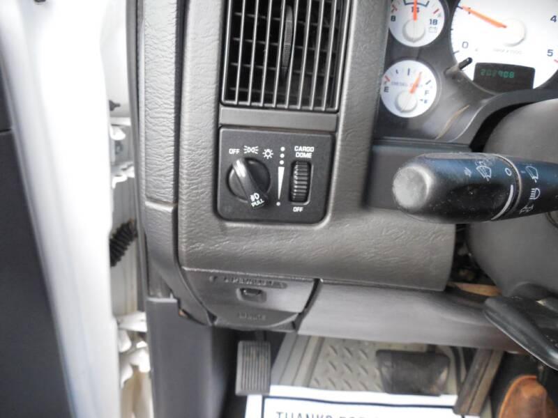 2004 Dodge Ram Pickup 2500 (image 10)