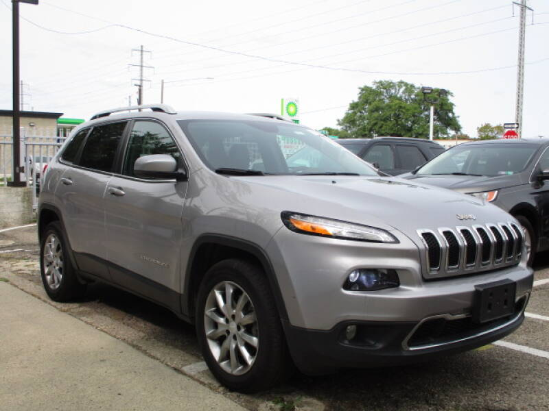 2018 Jeep Cherokee for sale at SOUTHFIELD QUALITY CARS in Detroit MI