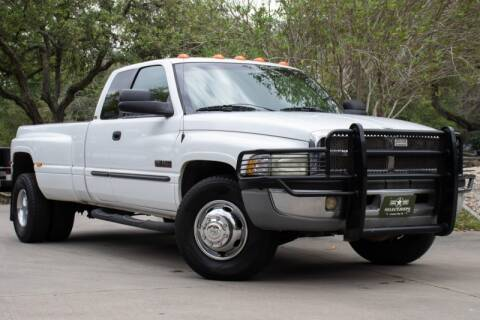 2001 Dodge Ram Pickup 3500 SLT for sale at SELECT JEEPS INC in League City TX