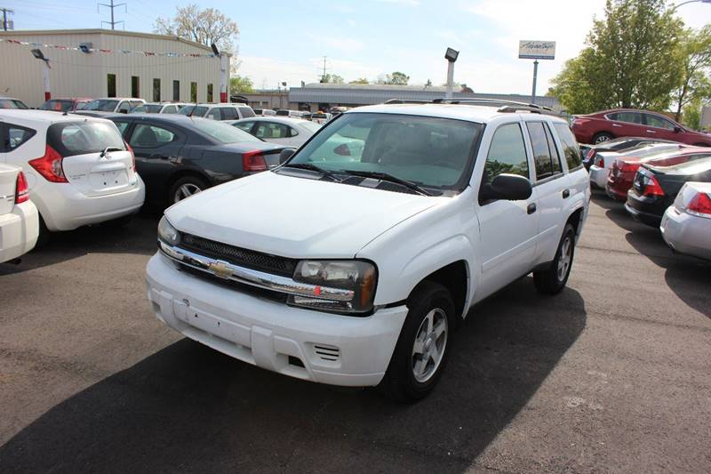 2006 Chevrolet TrailBlazer for sale at BANK AUTO SALES in Wayne MI