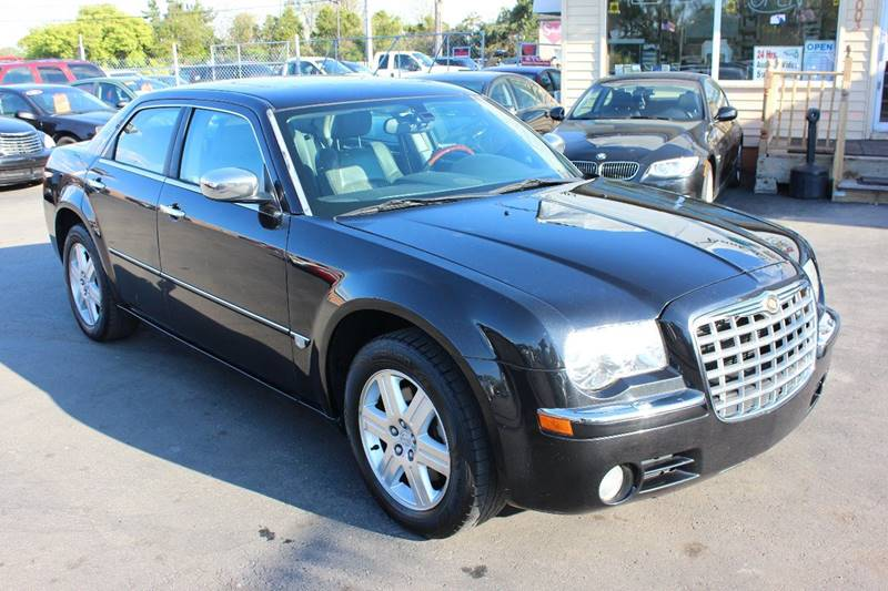 2005 Chrysler 300 for sale at BANK AUTO SALES in Wayne MI