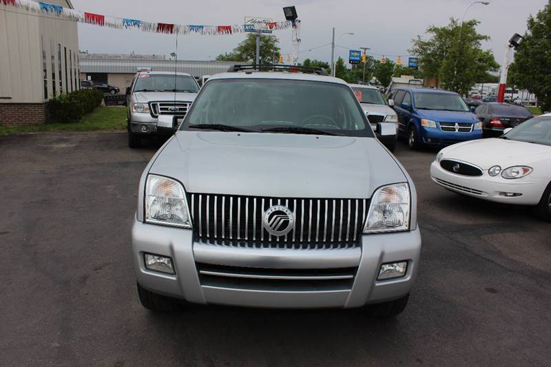 2009 Mercury Mountaineer for sale at BANK AUTO SALES in Wayne MI
