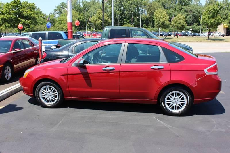 2009 Ford Focus for sale at BANK AUTO SALES in Wayne MI