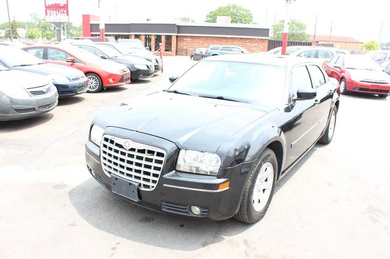 2006 Chrysler 300 for sale at BANK AUTO SALES in Wayne MI