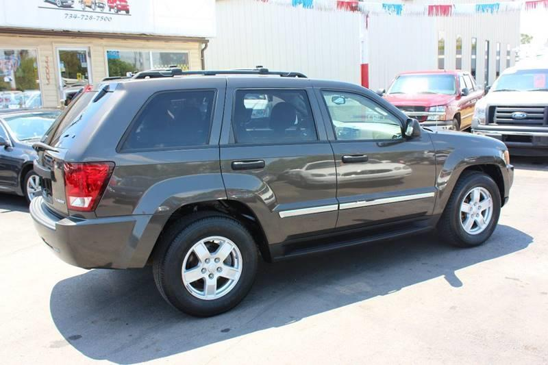 2005 Jeep Grand Cherokee for sale at BANK AUTO SALES in Wayne MI