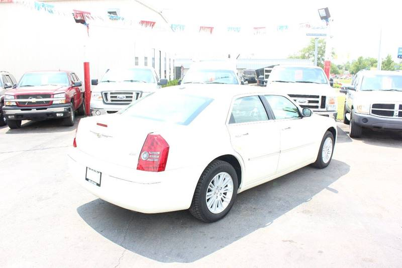 2010 Chrysler 300 for sale at BANK AUTO SALES in Wayne MI