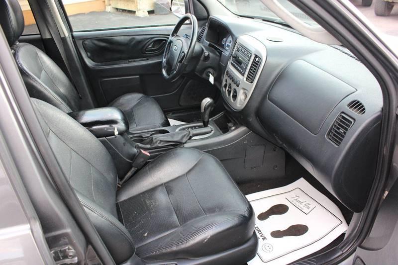 2005 Ford Escape for sale at BANK AUTO SALES in Wayne MI