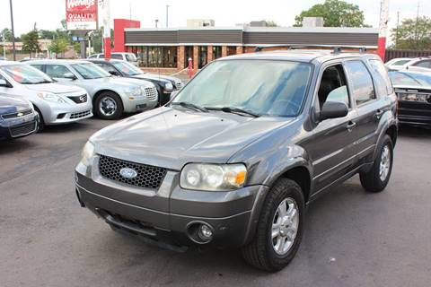 2005 Ford Escape for sale at BANK AUTO SALES in Wayne MI