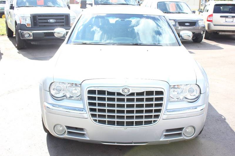 2007 Chrysler 300 for sale at BANK AUTO SALES in Wayne MI