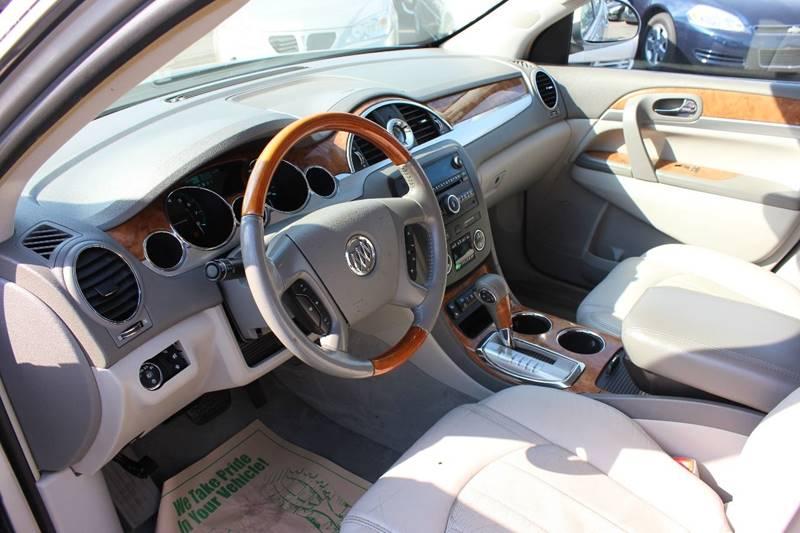 2008 Buick Enclave for sale at BANK AUTO SALES in Wayne MI