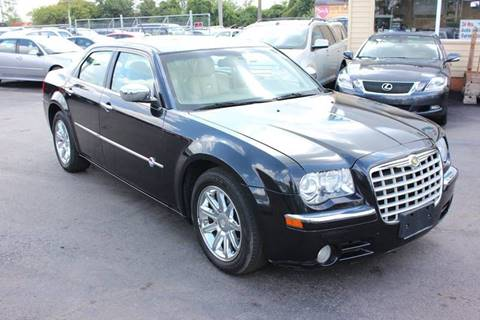 2008 Chrysler 300 for sale at BANK AUTO SALES in Wayne MI