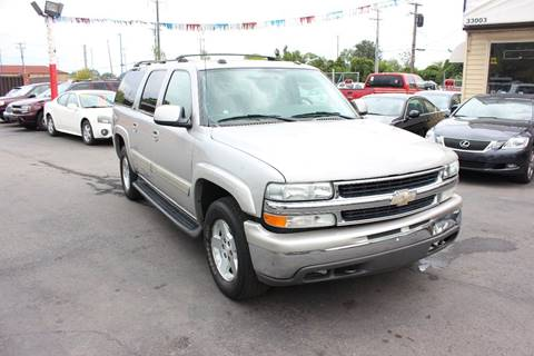 2004 Chevrolet Suburban for sale at BANK AUTO SALES in Wayne MI