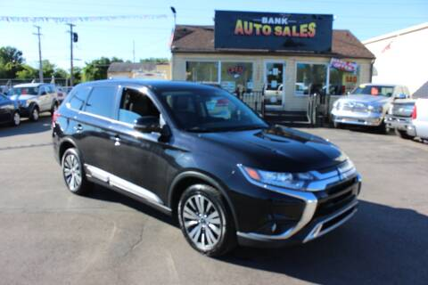 2019 Mitsubishi Outlander for sale at BANK AUTO SALES in Wayne MI