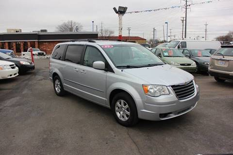 2009 Chrysler Town and Country for sale at BANK AUTO SALES in Wayne MI