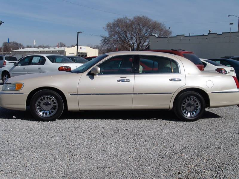 2001 Lincoln Town Car for sale at Heersche Auto Sales in Wichita KS