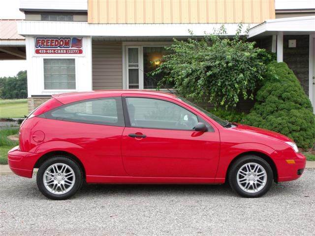 Ford Focus Zx3 >> 2005 Ford Focus Zx3 Se 2dr Hatchback In Bellevue Oh Freedom Auto Mart