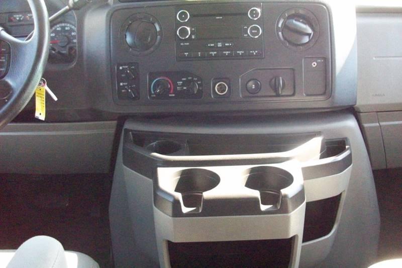 2009 Ford E-Series Wagon E-350 SD XLT 3dr Passenger Van - Muskego WI