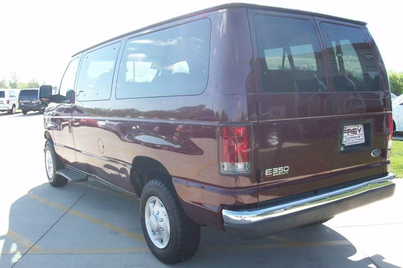 2004 Ford E-Series Wagon E-350 SD XLT 3dr Passenger Van - Muskego WI