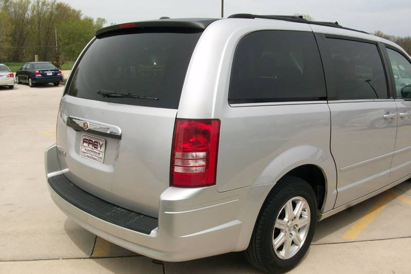 2008 Chrysler Town and Country Touring 4dr Mini-Van - Muskego WI