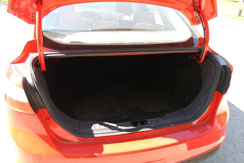 2012 Ford Focus SE 4dr Sedan - Sheboygan WI