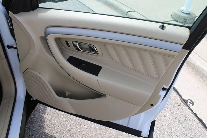 2014 Ford Taurus SE 4dr Sedan - Sheboygan WI