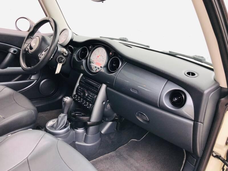 2004 MINI Cooper 2dr Hatchback - Kansas Cuty MO
