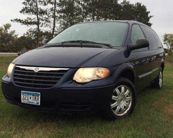 2006 Chrysler Town and Country for sale at MATTHEWS AUTO SALES in Elk River MN
