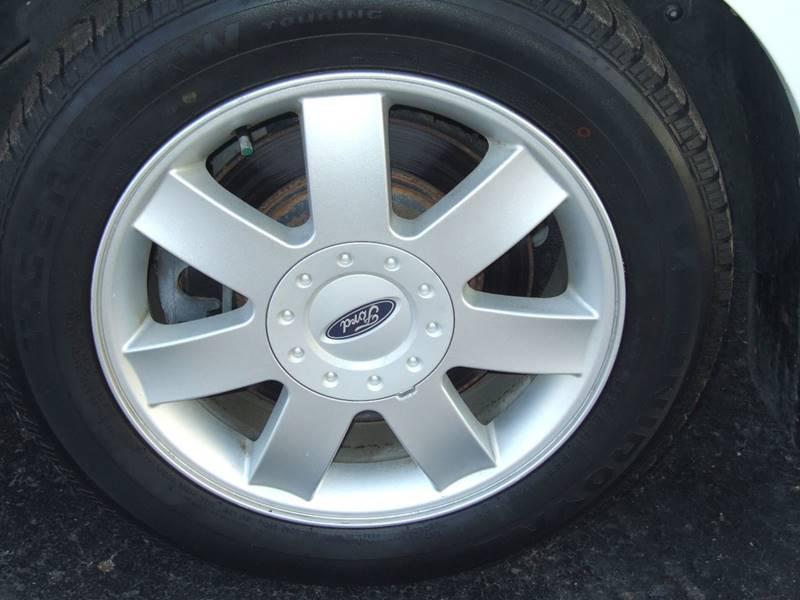2006 Ford Five Hundred SE 4dr Sedan - Schoolcraft MI