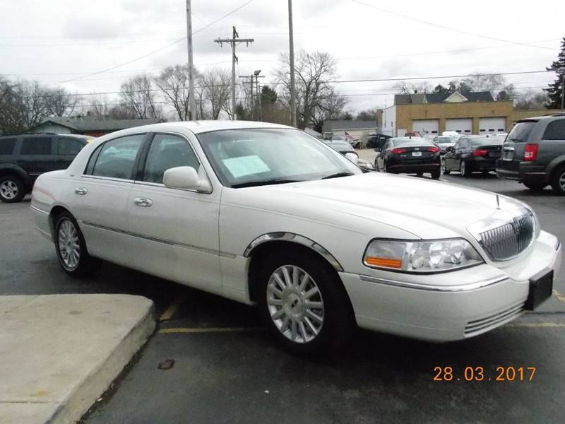 2004 Lincoln Town Car Ultimate 4dr Sedan - Kenosha WI