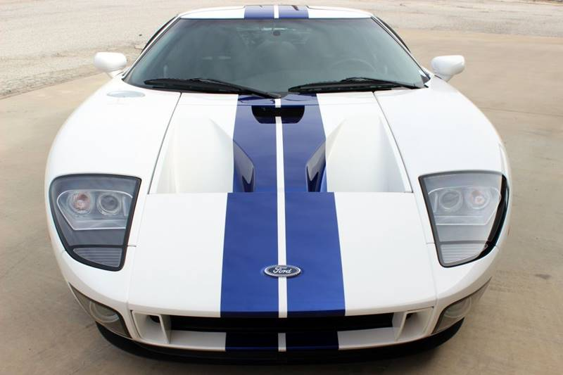 2005 Ford GT 11