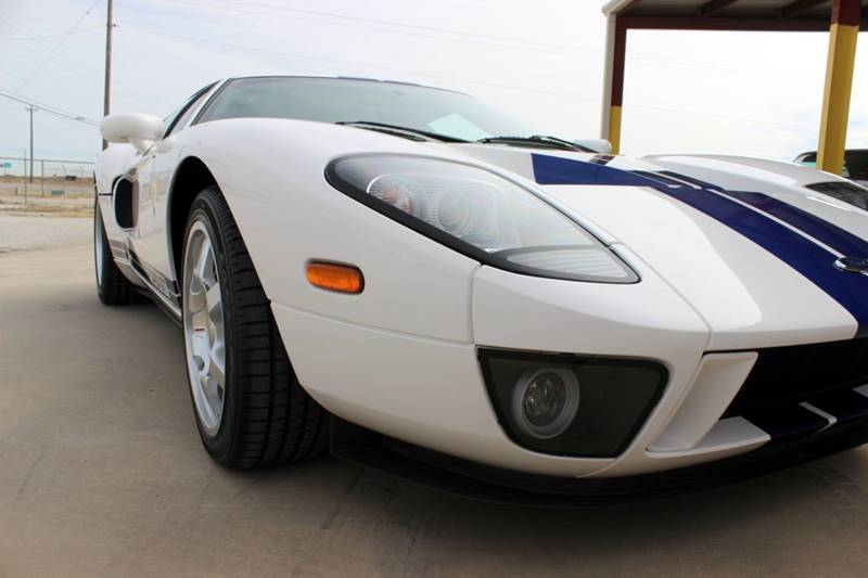 2005 Ford GT 25