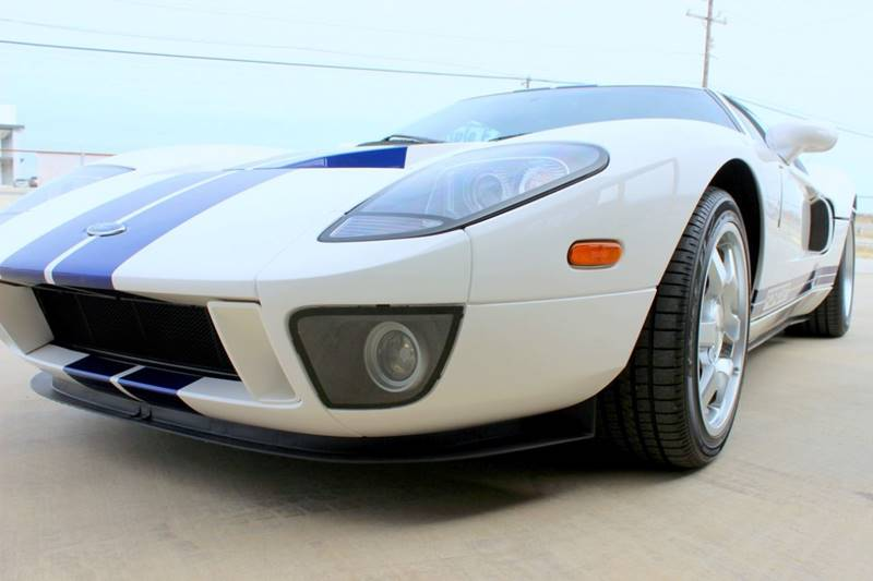 2005 Ford GT 26