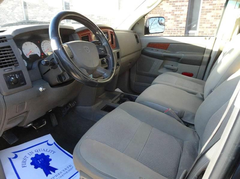 2006 Dodge Ram Pickup 3500 Laramie 4dr Mega Cab 4WD SB - Clarence IA
