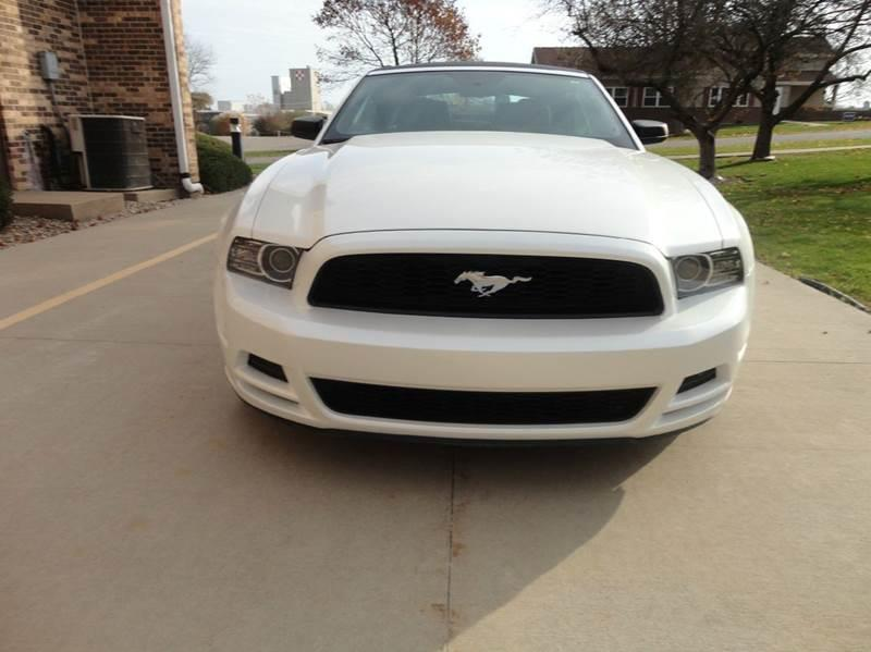 2013 Ford Mustang V6 Premium 2dr Convertible - Clarence IA