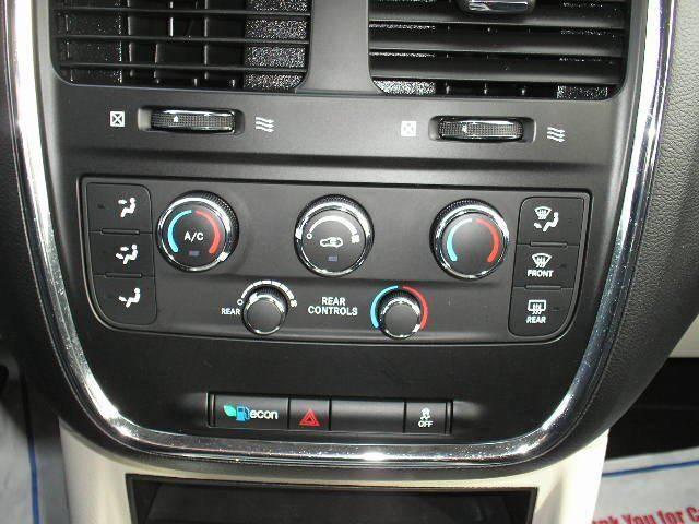 2014 Dodge Grand Caravan SXT 4dr Mini-Van - Oshkosh WI