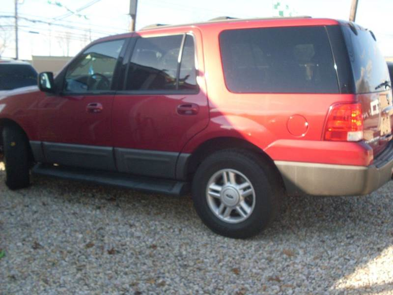 2004 Ford Expedition for sale at Flag Motors in Islip Terrace NY