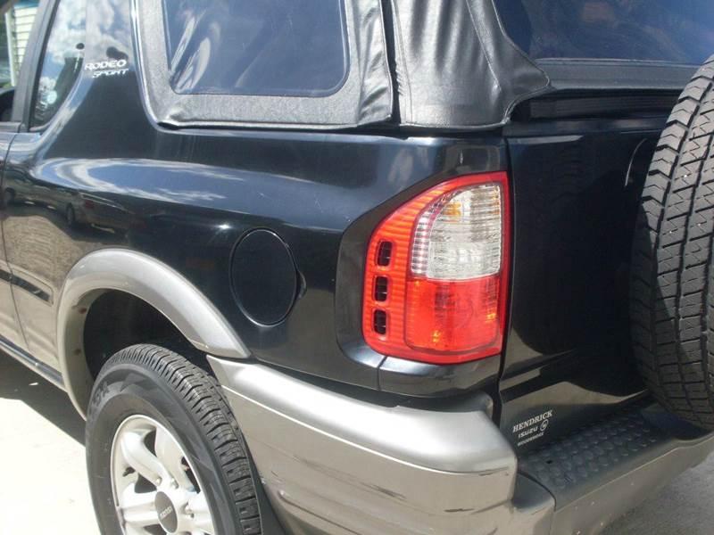 2002 Isuzu Rodeo Sport 2dr S V6 4WD SUV w/ Soft Top In Islip Terrace