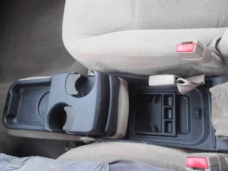 2005 Ford Taurus SE 4dr Sedan - Center Line MI