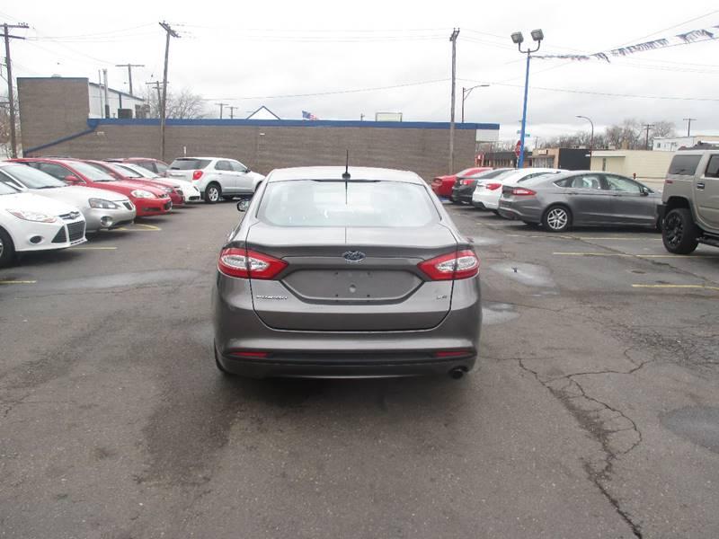 2013 Ford Fusion SE 4dr Sedan - Center Line MI