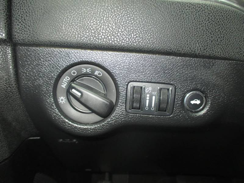 2014 Dodge Charger SE 4dr Sedan - Center Line MI