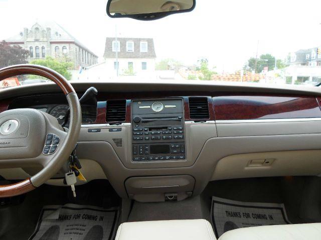 2004 Lincoln Town Car Ultimate 4dr Sedan - Lansdowne PA