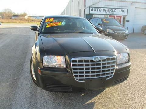 2006 Chrysler 300 for sale at Auto World in Carbondale IL