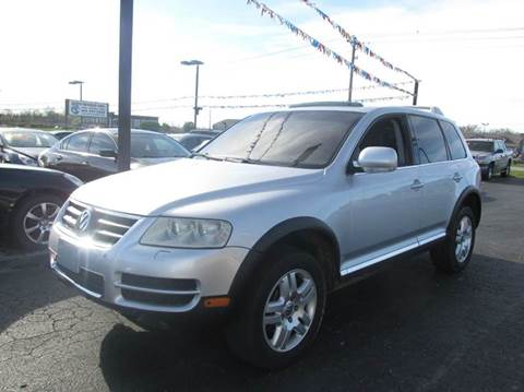 2004 Volkswagen Touareg for sale at Auto World in Carbondale IL