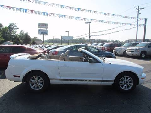 2006 Ford Mustang for sale at Auto World in Carbondale IL