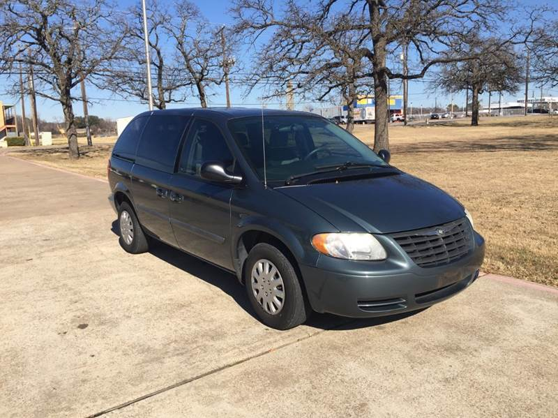 2006 Chrysler Town And Country Base 4dr Mini Van In