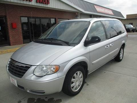 2007 Chrysler Town and Country for sale in Valley Center, KS