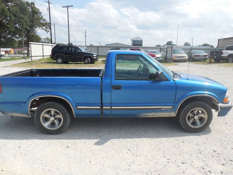 2000 Chevrolet S-10 for sale at OTTO'S AUTO SALES in Gainesville TX
