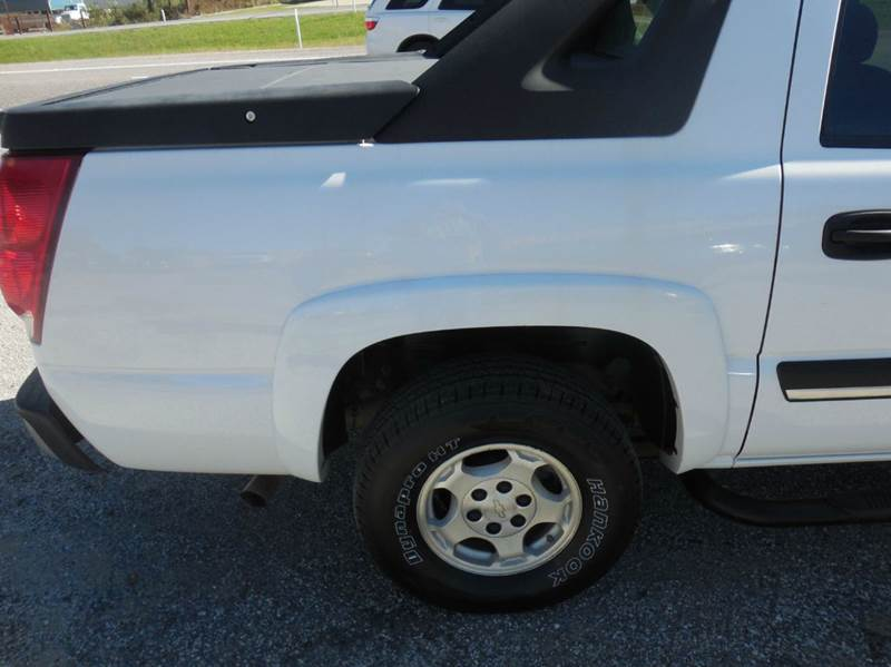2006 Chevrolet Avalanche for sale at OTTO'S AUTO SALES in Gainesville TX